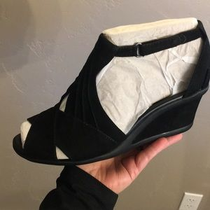 EARTH LEATHER WEDGE BLACK SUEDE curvet